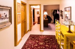 corridor-670277_1920