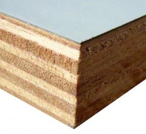 Intérieur d'une porte postformée