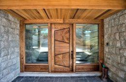 Porte d'entrée en bois massif avec double volet vitré