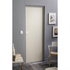 Porte intérieure isoplane dans un appartement