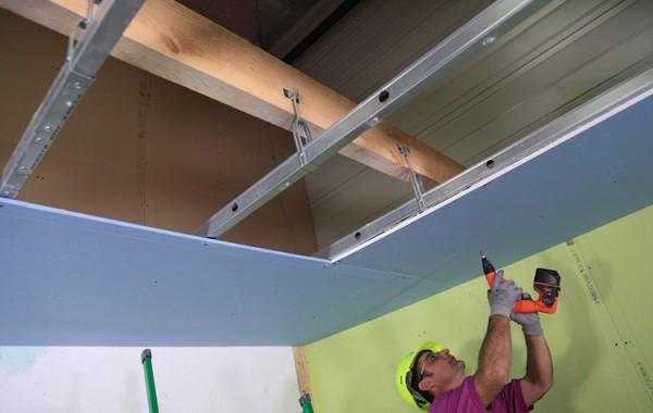 Comment poser plaque platre plafond