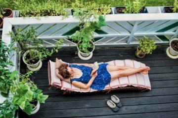 femme bfait du bain de soleil