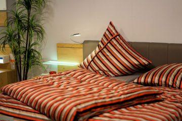 bedroom-3102376_1280