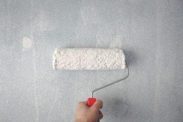 mur rouleau peinture main