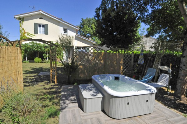 am nager un coin d tente dans son jardin. Black Bedroom Furniture Sets. Home Design Ideas