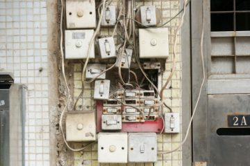 broken_dirty_electrical_wires_electricity_outlet_steel_switch_technology-1177900.jpg!d