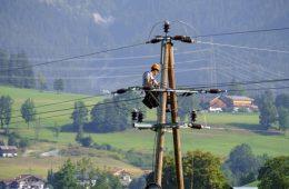 électricien poteau fils électriques